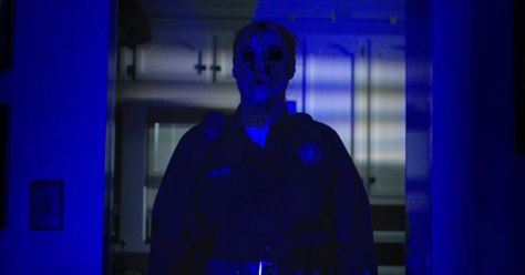 lights-out-is-a-horror-movie-that-will-make-you-fear-darkness-more-than-ever-800x420-1459236864