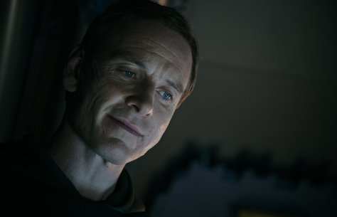 Michael-Fassbender-as-David-in-ALIEN-COVENANT